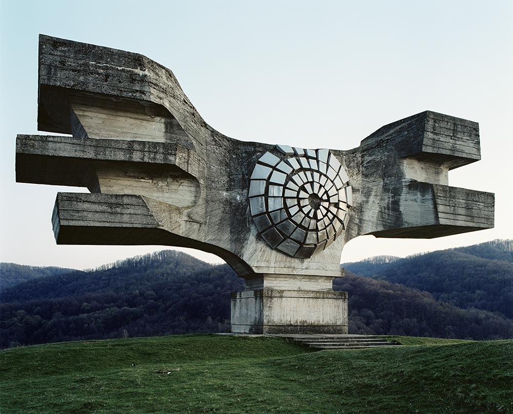 Science fiction film oder futuristische berbleibsel jan kempenaers f ngt ex jugoslawische - Futuristische architektur ...