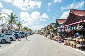 souvenir_shops_around_the_harbor_area_5