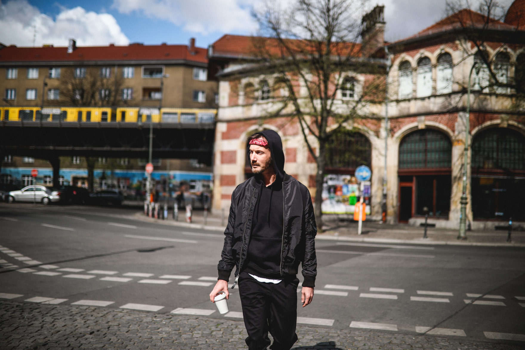 Save in Auckland. Jacke: Alpha Indurstries. Hose: Christian Berg. Hoodie: REVIEW.