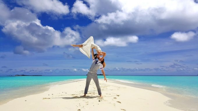 70-kiss-Sand-Bank-Maldives-1024x576