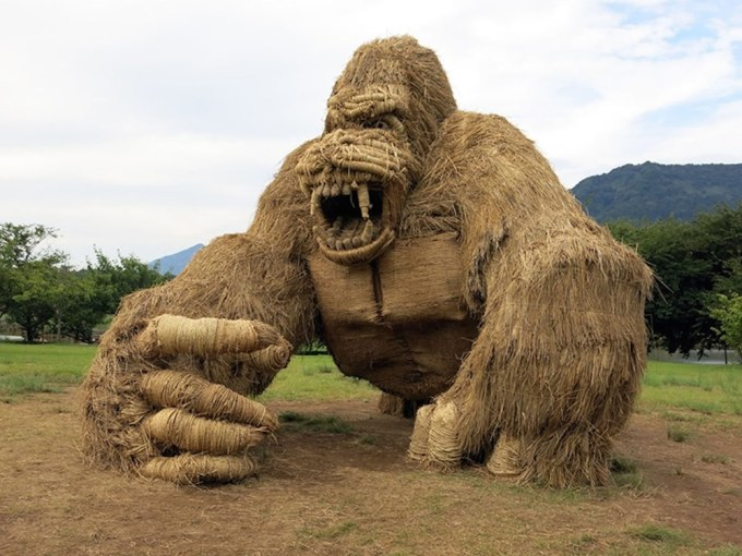 straw-animal-sculpture-festival-6